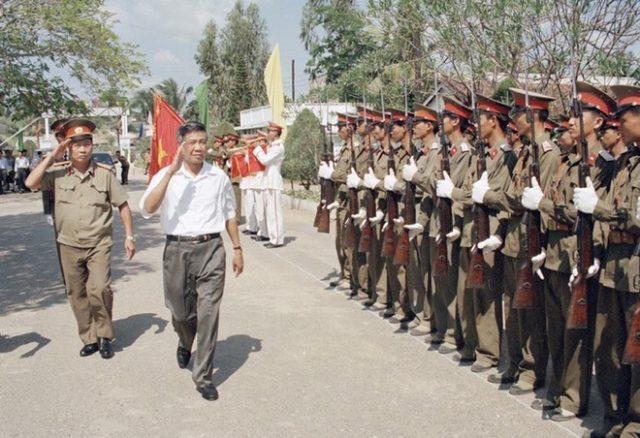 Tổng bí thư Lê Khả Phiêu thăm Sư đoàn Không quân 370, ngày 19.2.1998, tại Cần Thơ